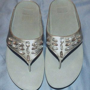Fitflop Tiararama Silver, Size 9. So cute w/ gems!